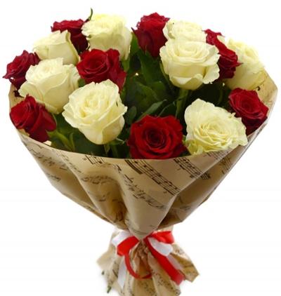17 kırmızı gül buketi 21 Kırmızı Beyaz Güller
