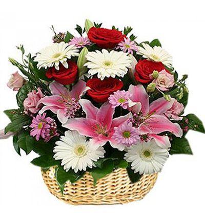 gül ve krizantem Sepette Karma Çiçekler